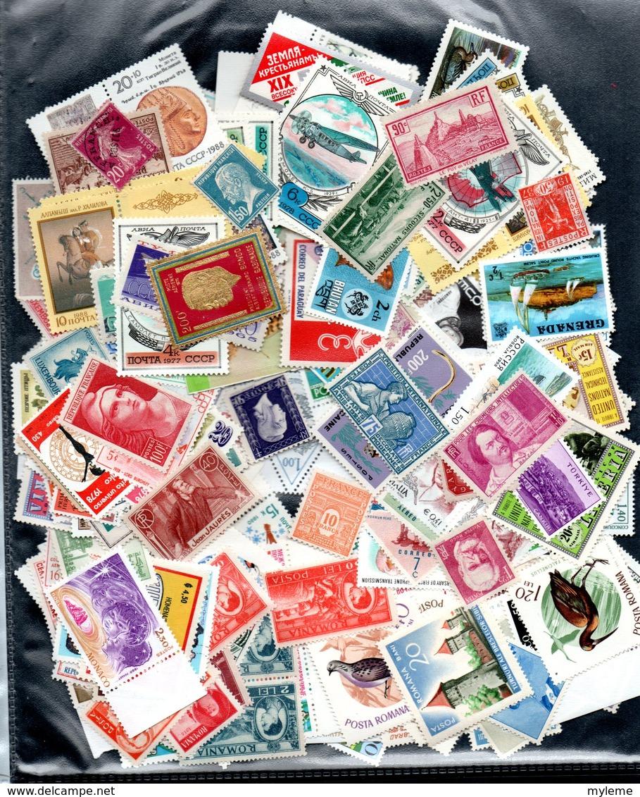 C111 Lot De + De 300 Timbres ** De Différents Pays Dont Quelques ** De France. A Saisir !!! - Collections (with Albums)