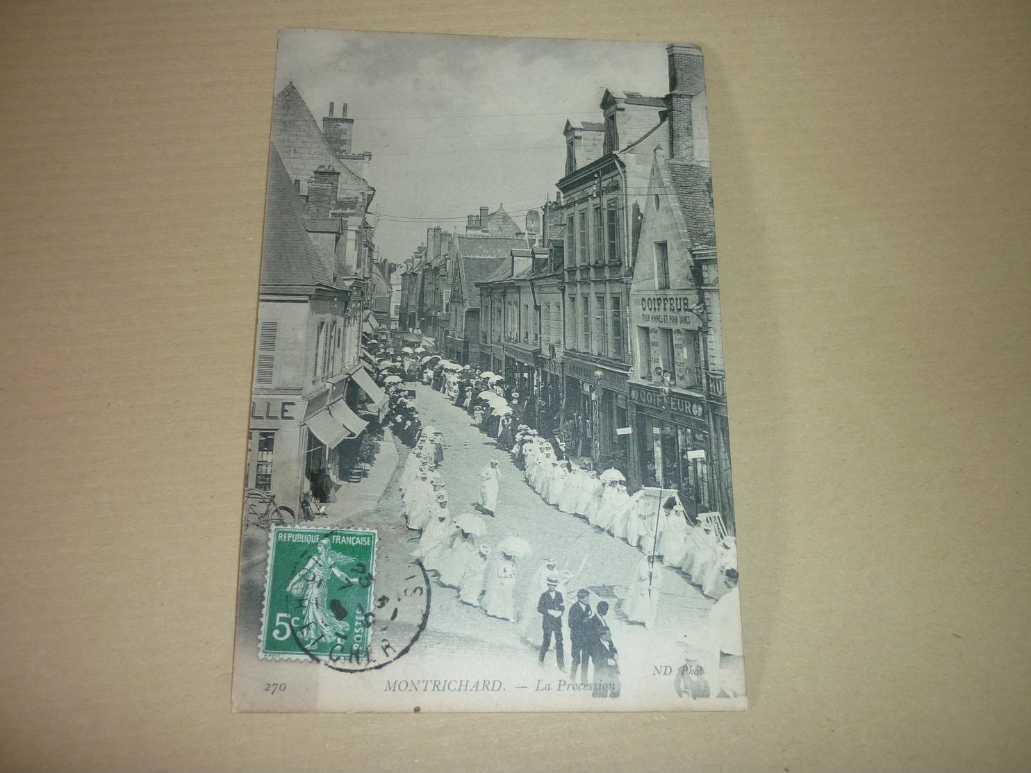 Carte Postale Loir Et Cher Montrichard Procession Animée - Montrichard