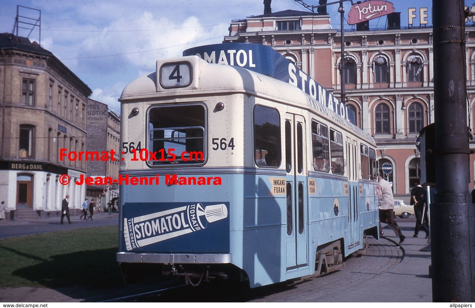 Reproduction D'unePhotographie D'un Tramway Ligne 4 Avec Publicité Stomatol à Oslo En 1964 - Repro's