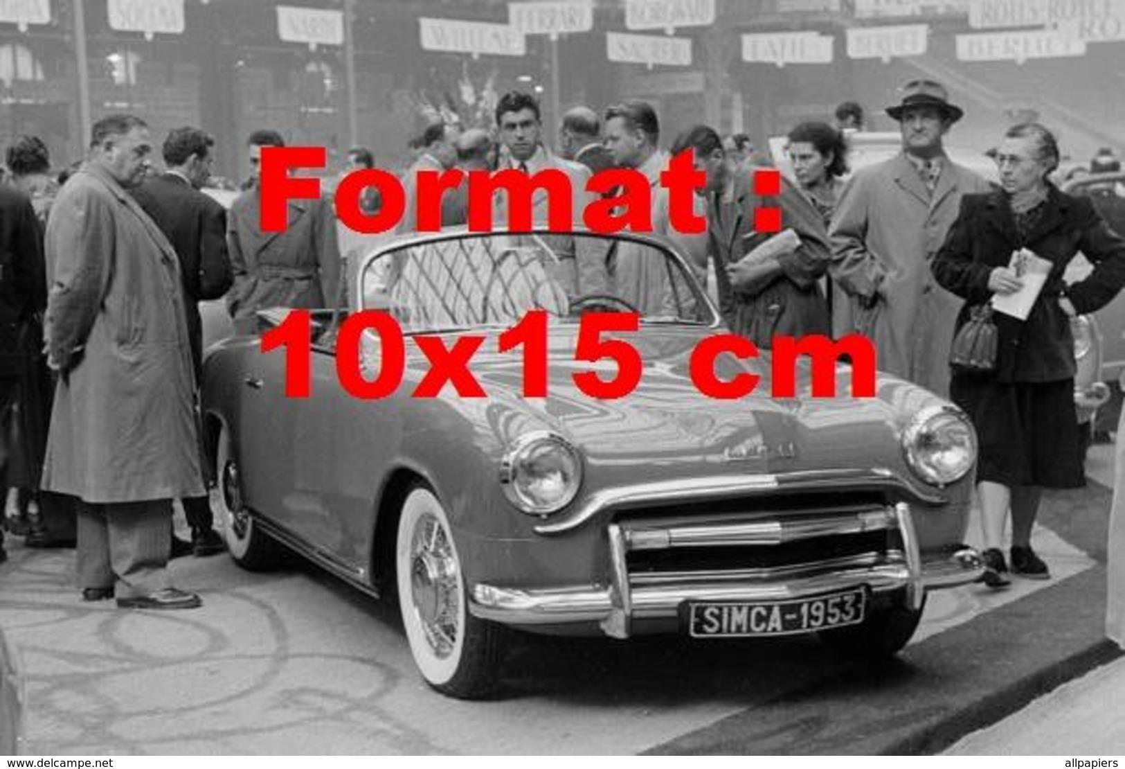 Reproduction D'une Photographie Ancienne D'une Automobile De Marque Simca 8 Sport Un Salon De L'automobile En 1953 - Repro's