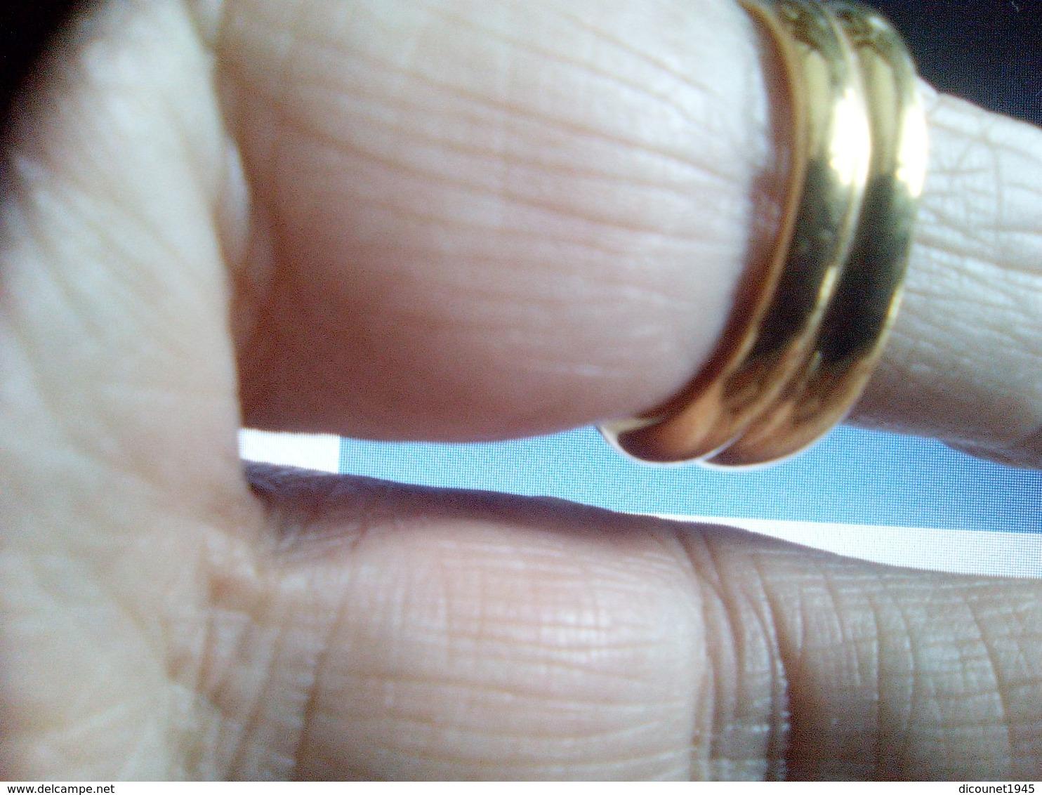 BAGUE TORSADEE AVEC PETITS DIAMANTS ET PETITS RUBIS MONTES SUR OR JAUNE 2 POINCONS POIDS 8 GR - Rings