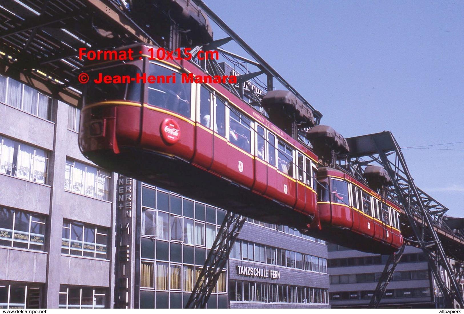Reproduction D'une Photographie D'un Monorail Schwebebahn à Wuppertal En Allemagne En 1971 - Repro's