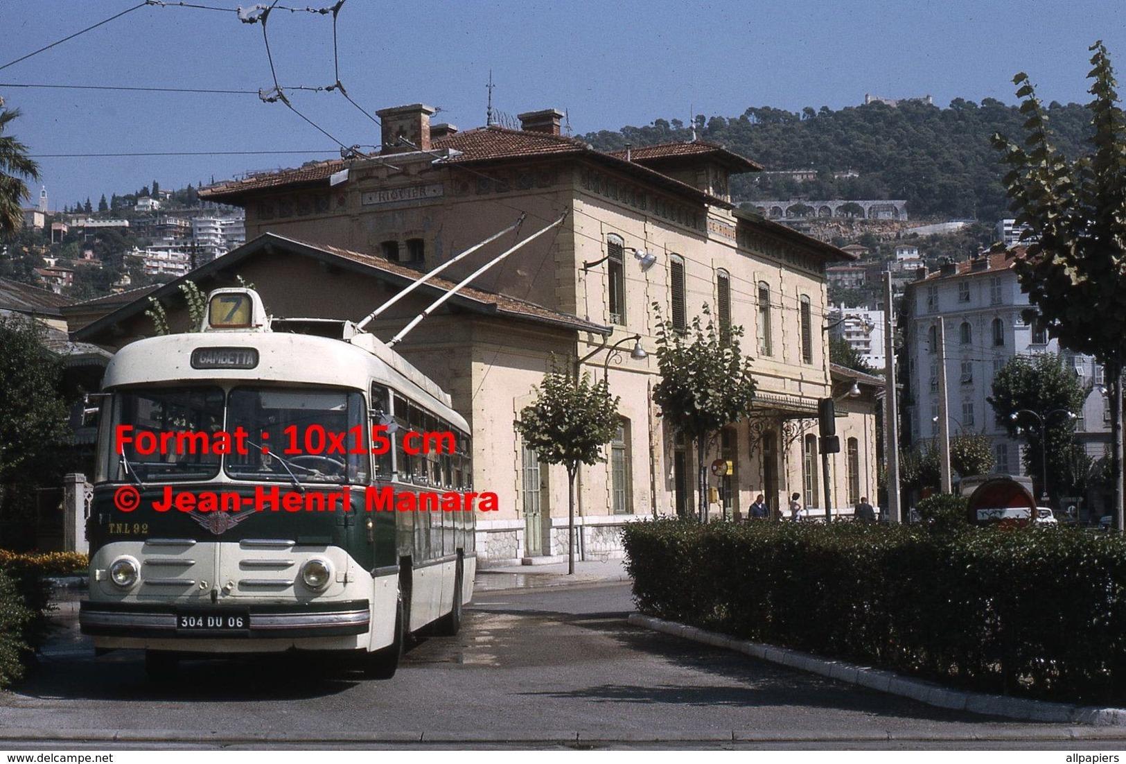 Reproduction Photographie D'un Trolley Bus Berliet-Vétra Ligne 7 Gambetta Quittant La Gare Nice-Riquier à Nice En 1966 - Repro's