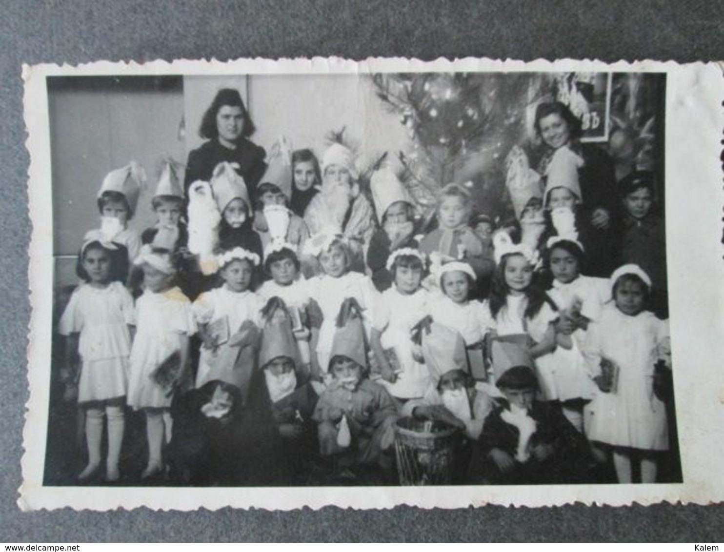 CHILDREN IN A SCHOOL CLASS IN MACEDONIA, ENFANTS DANS UNE CLASSE SCOLAIRE EN MACÉDOINE, ORIGINAL PHOTO - Personnes Anonymes