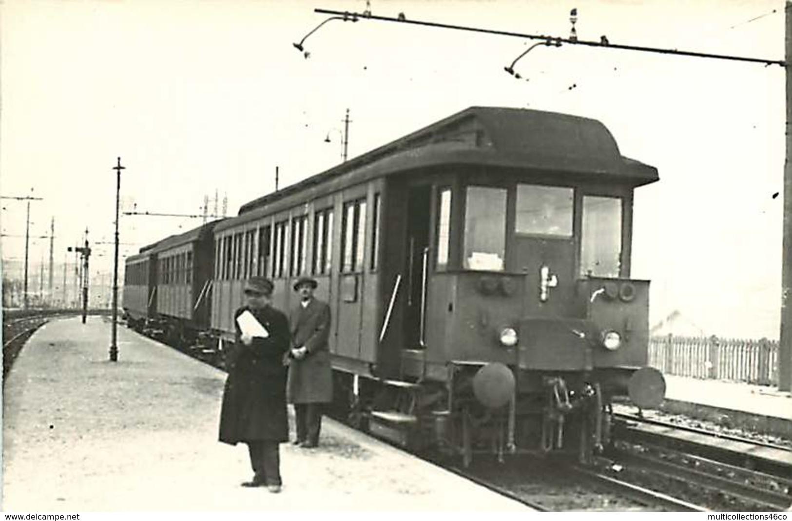 060820 - Photo BREHERET Cliche BEGUE - Chemin De Fer Train Gare - Locomotive Wagon Chef De Gare Cheminot Passager ITALIE - Trains