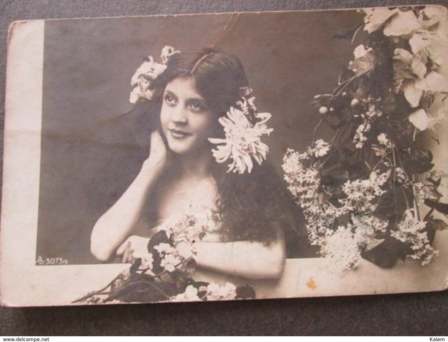 PORTRAIT OF A YOUNG WOMAN, PORTRAIT D'UNE JEUNE FEMME, ORIGINAL PHOTO - Personnes Anonymes