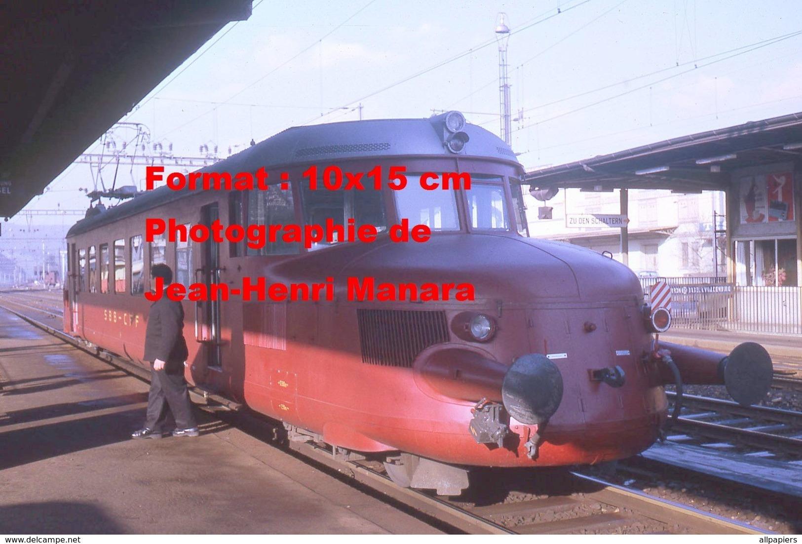 Reproduction D'unePhotographie D'un Train Flèche Rouge CFF-SBB à Liestal En Suisse En 1970 - Repro's