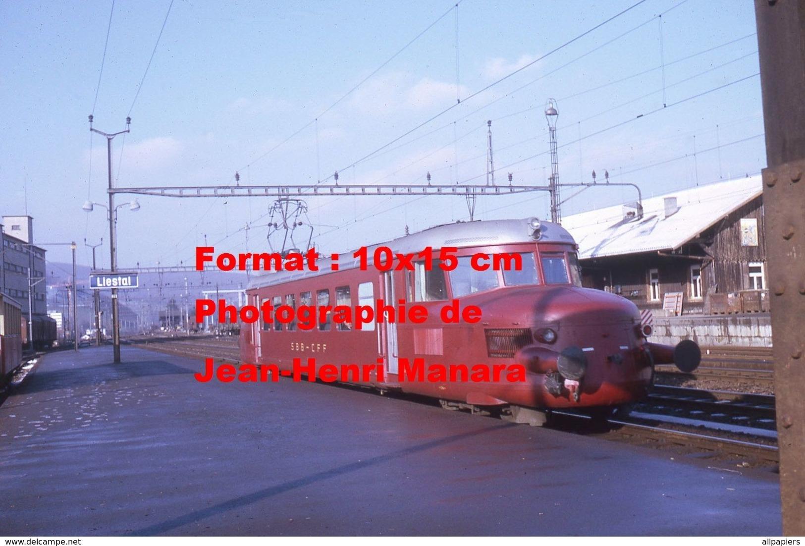 Reproduction D'unePhotographie D'un Train Flèche Rouge CFF-SBB En Gare De Liestal En Suisse En 1970 - Repro's