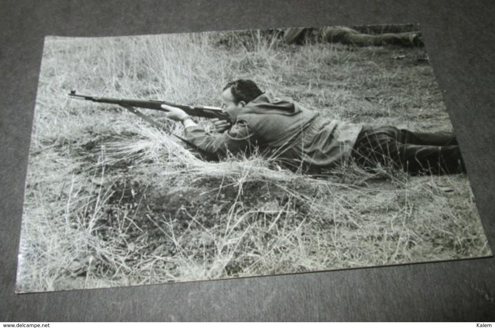 SOLDIER WITH GUN,SOLDAT AVEC PISTOLET ,ORIGINAL PHOTO - Personnes Anonymes