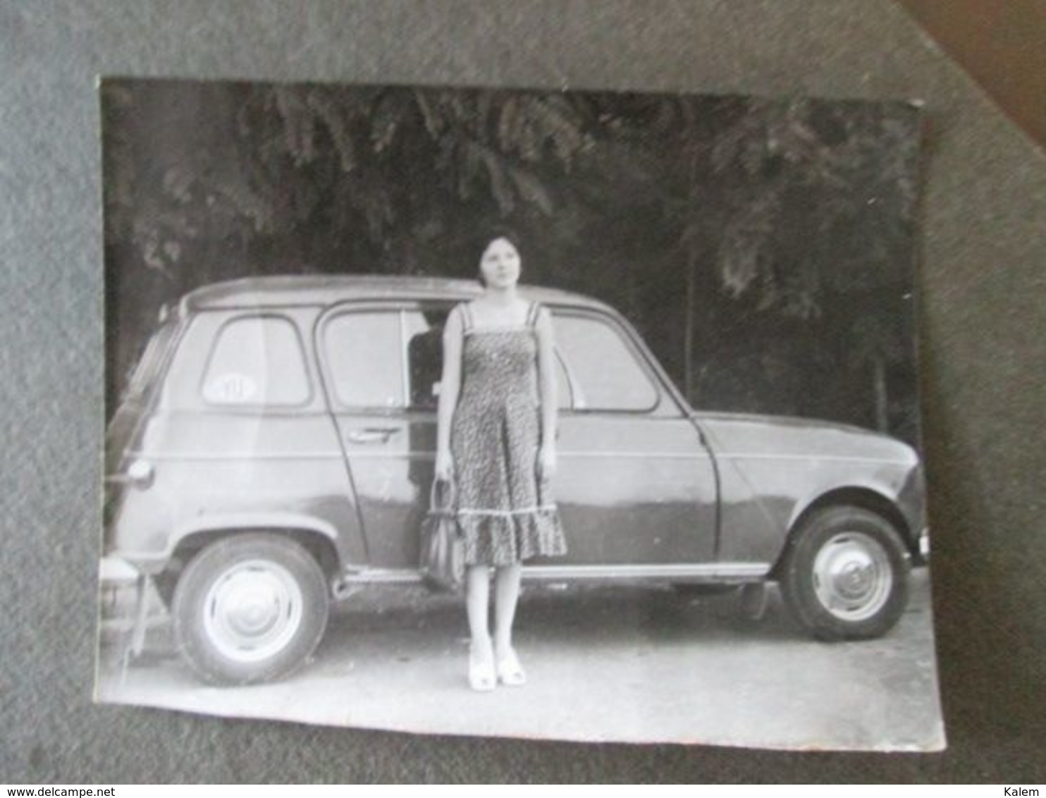 WOMAN WITH RENAULT CAR, FEMME AVEC VOITURE RENAULT, ORIGINAL PHOTO - Personnes Anonymes