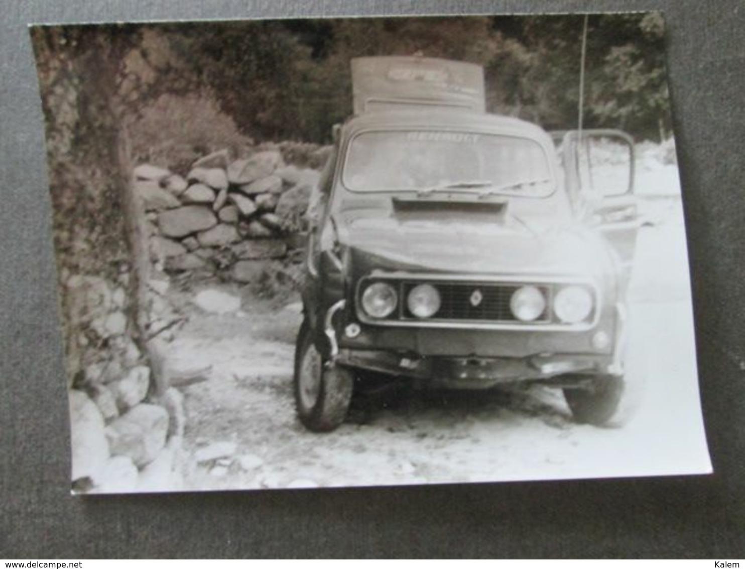OLD RENAULT CAR ,VIEILLE VOITURE RENAULT, ORIGINAL PHOTO - Persone Anonimi