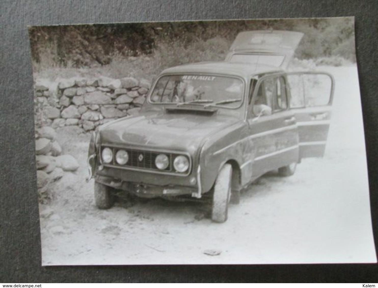 OLD RENAULT CAR ,VIEILLE VOITURE RENAULT, ORIGINAL PHOTO - Personnes Anonymes