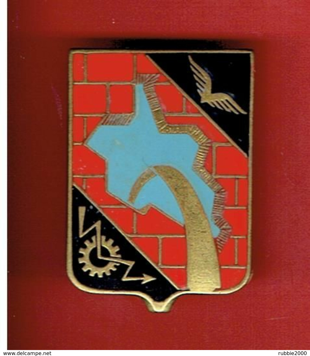 INSIGNE PUCELLE BASE AERIENNE 165 A BERLIN DES FORCES FRANCAISES EN ALLEMAGNE FABRICANT DRAGO A 962 - Luftwaffe