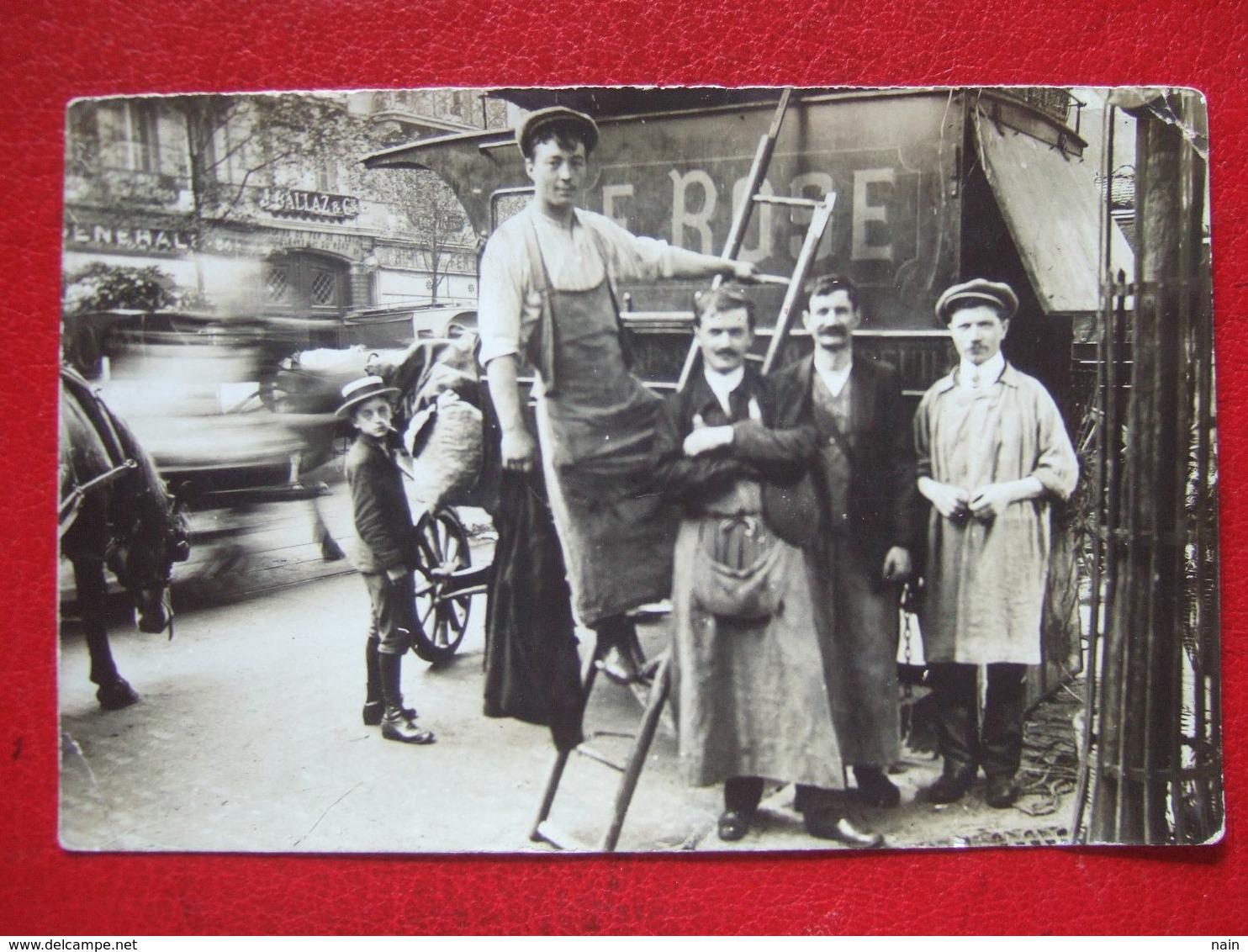 """75 - PARIS - CARTE PHOTO - """" DEMENAGEURS, LIVREURS, MARCHANDS...BD SEBASTOPOL EN FACE MAGASIN : BALLAZ """" - """" TRES RARE """" - Petits Métiers à Paris"""