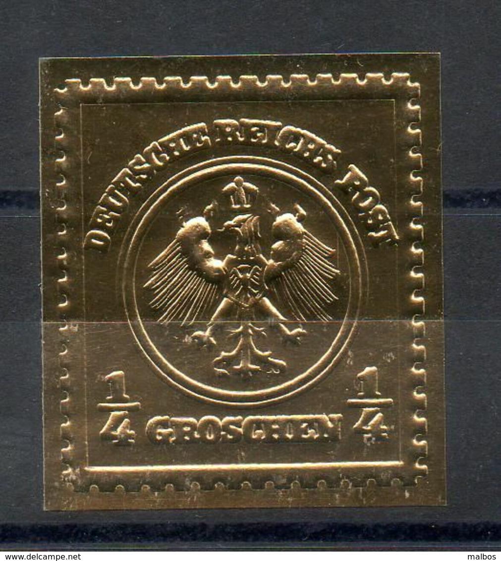 26 Timbres Gaufrés Or  - Thème Rareté Philatélique - Philatelie & Münzen