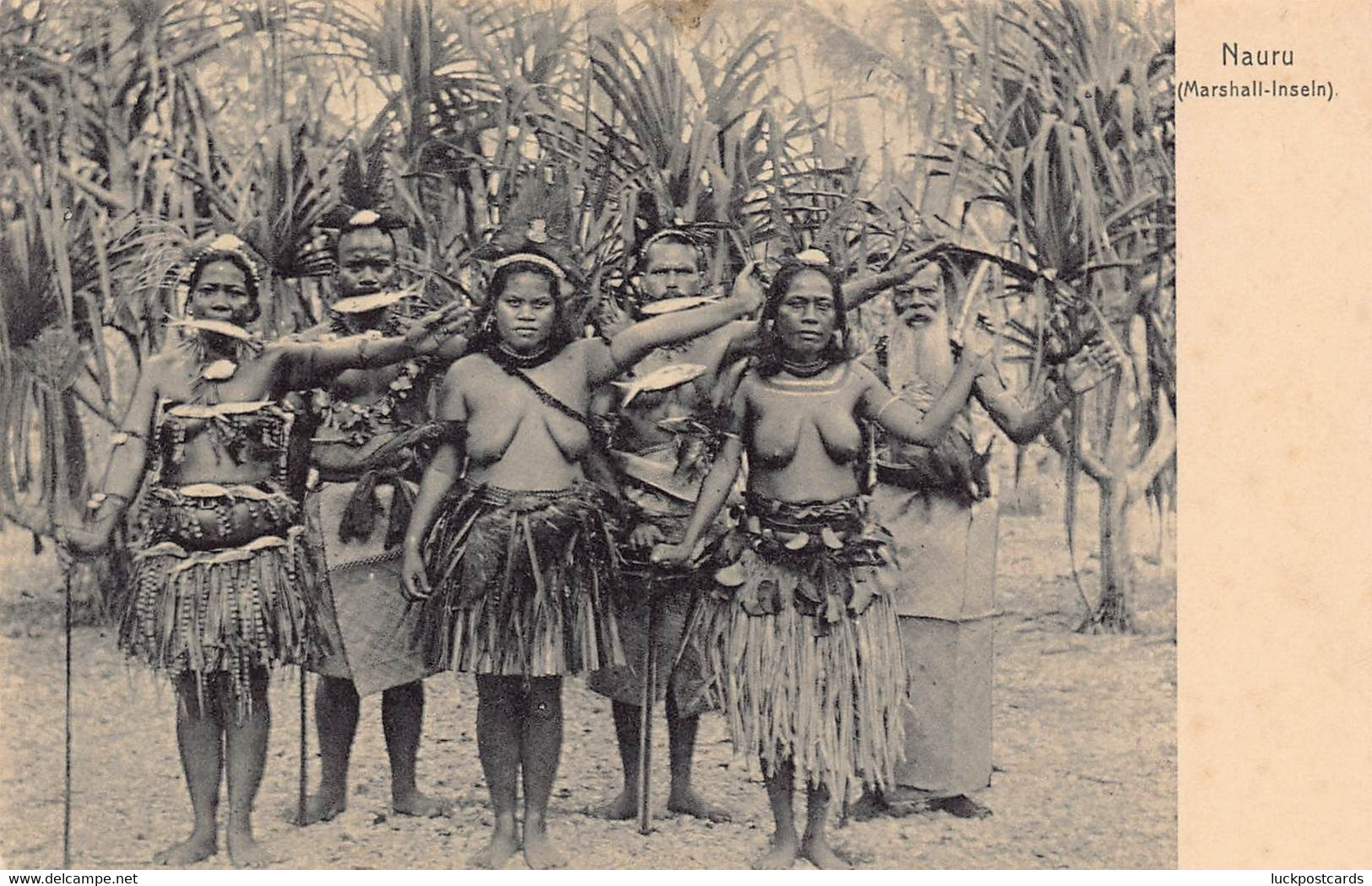 LPD81   Nauru Marshall Islands Postcard Women Bare Breasts - Nauru