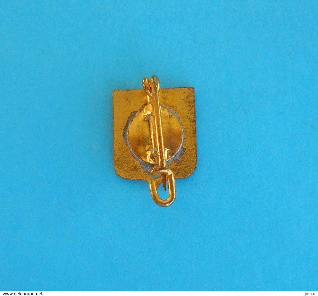 AS Saint-Étienne (A.S.S.E.) - France Football Club Old Enamel Pin Badge * Soccer Fussball Calcio Foot Futbol Futebol - Calcio