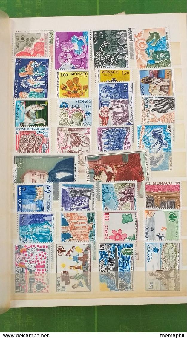 Lot N° TH 598  MONACO Un Bon Classeur De Timbres Neufs Xx - Collections (with Albums)