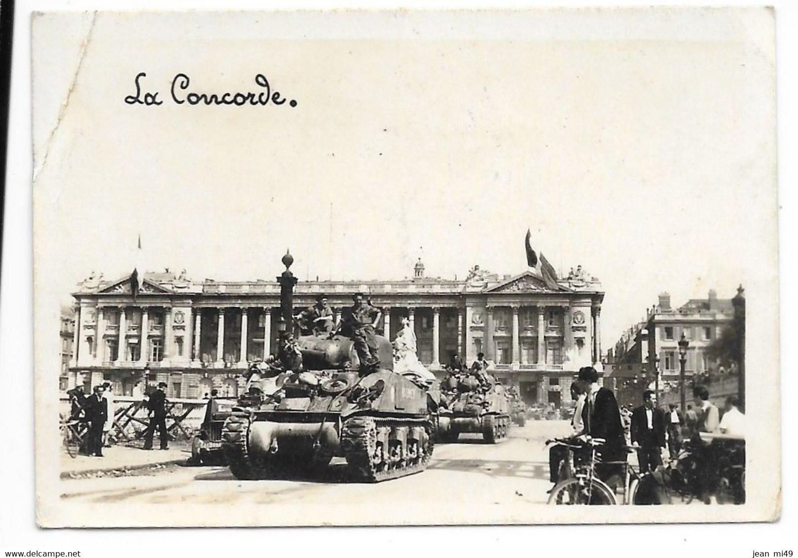 PHOTO (Format 8,8 X 6) - Libération De Paris Place De La Concorde 1945 - Circulé Caché S.P.N. 1930- Croix De Lorraine FM - 1939-45
