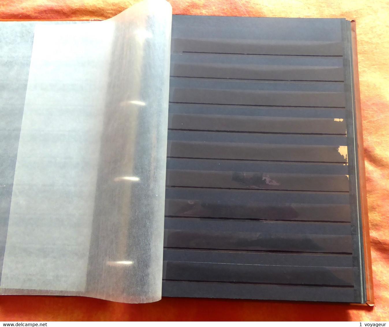 Lot De 2 Classeurs 26 X 31 Cm - Reliures 4 Anneaux + 50 Feuilles Fond Noir (100 Pages) - Bon état. - Large Format, Black Pages