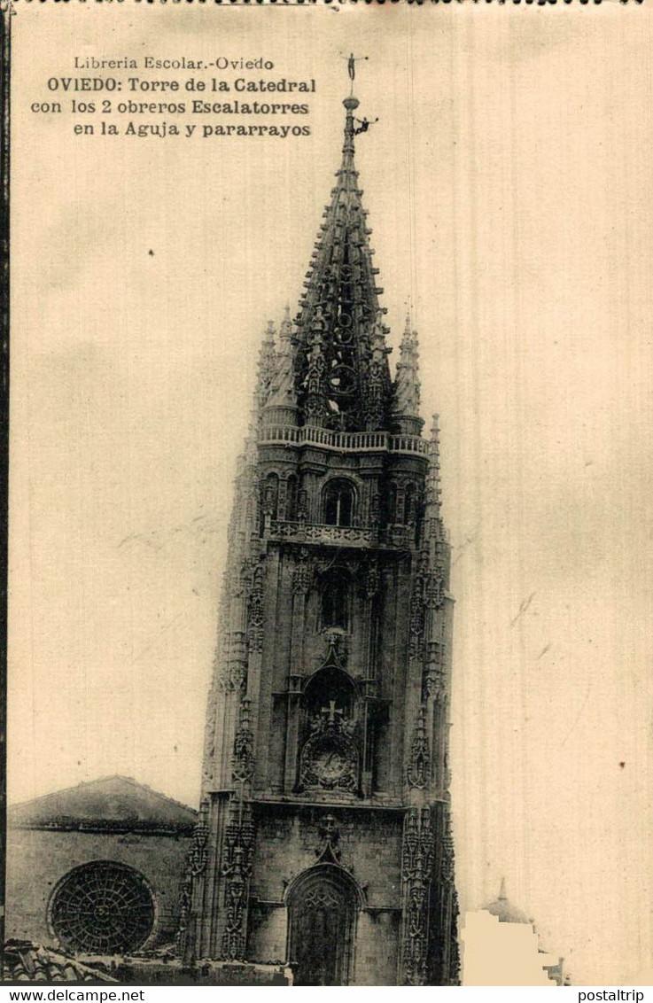 Oviedo Torre De La Catedral Con Los 2 Obreros Escalatorres En La Aguja Y Pararrayos  ASTURIAS  ESPAÑA - Asturias (Oviedo)