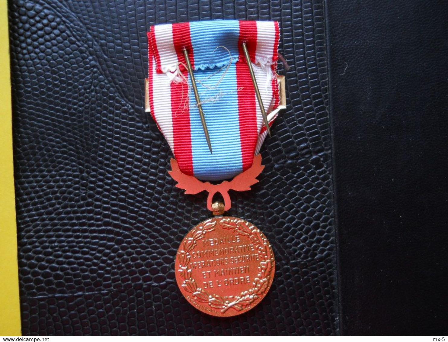 ALgérie ,médaille Maintien De L'Ordre - Francia