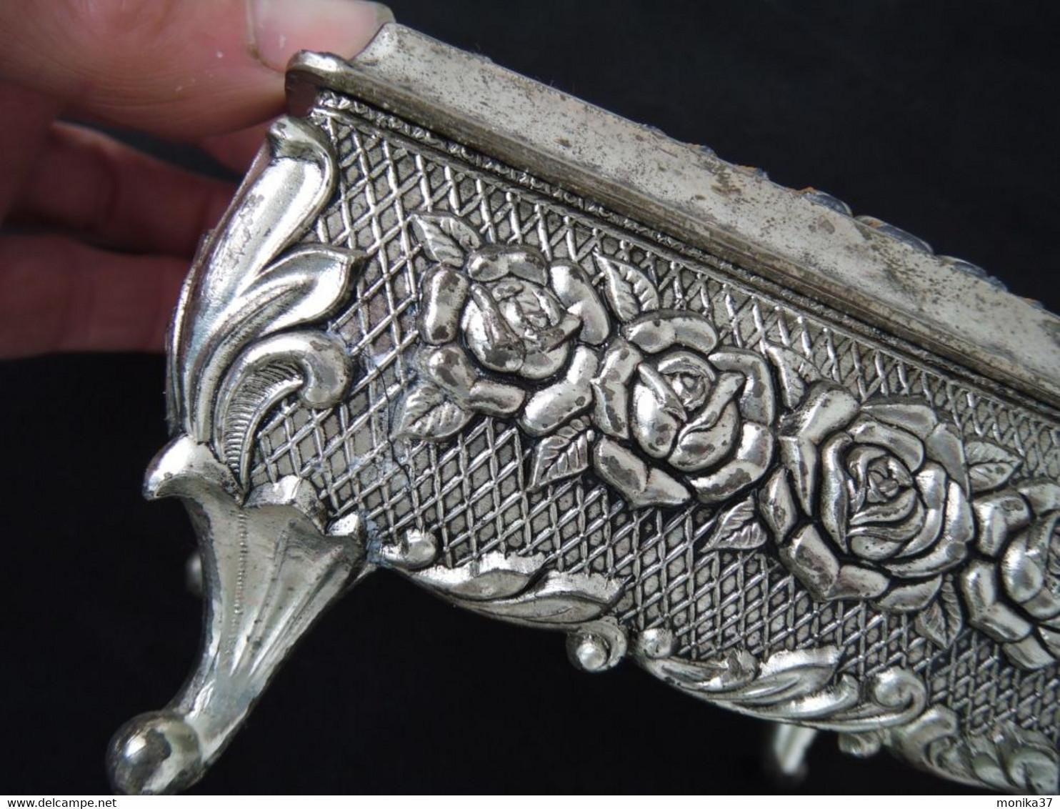Petit Coffret Ou Boite à Bijoux En Métal à Décor De Roses - Unclassified