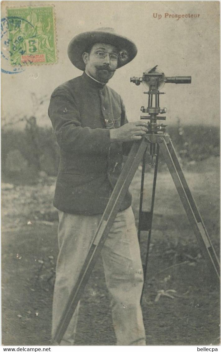 MADAGASCAR Un Prospecteur Très Jolie Carte Et Très Rare - Madagascar