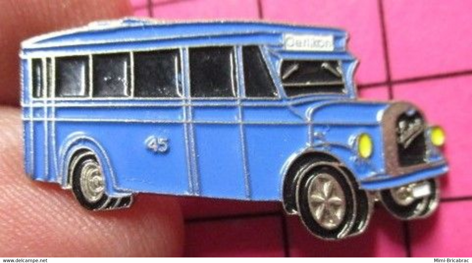 113a Pin's Pins / Beau Et Rare / THEME : TRANSPORTS / Tirage N° 039 AUTOBUS 45 SUISSE BLEU CIEL ANNEES 30/40 - Trasporti