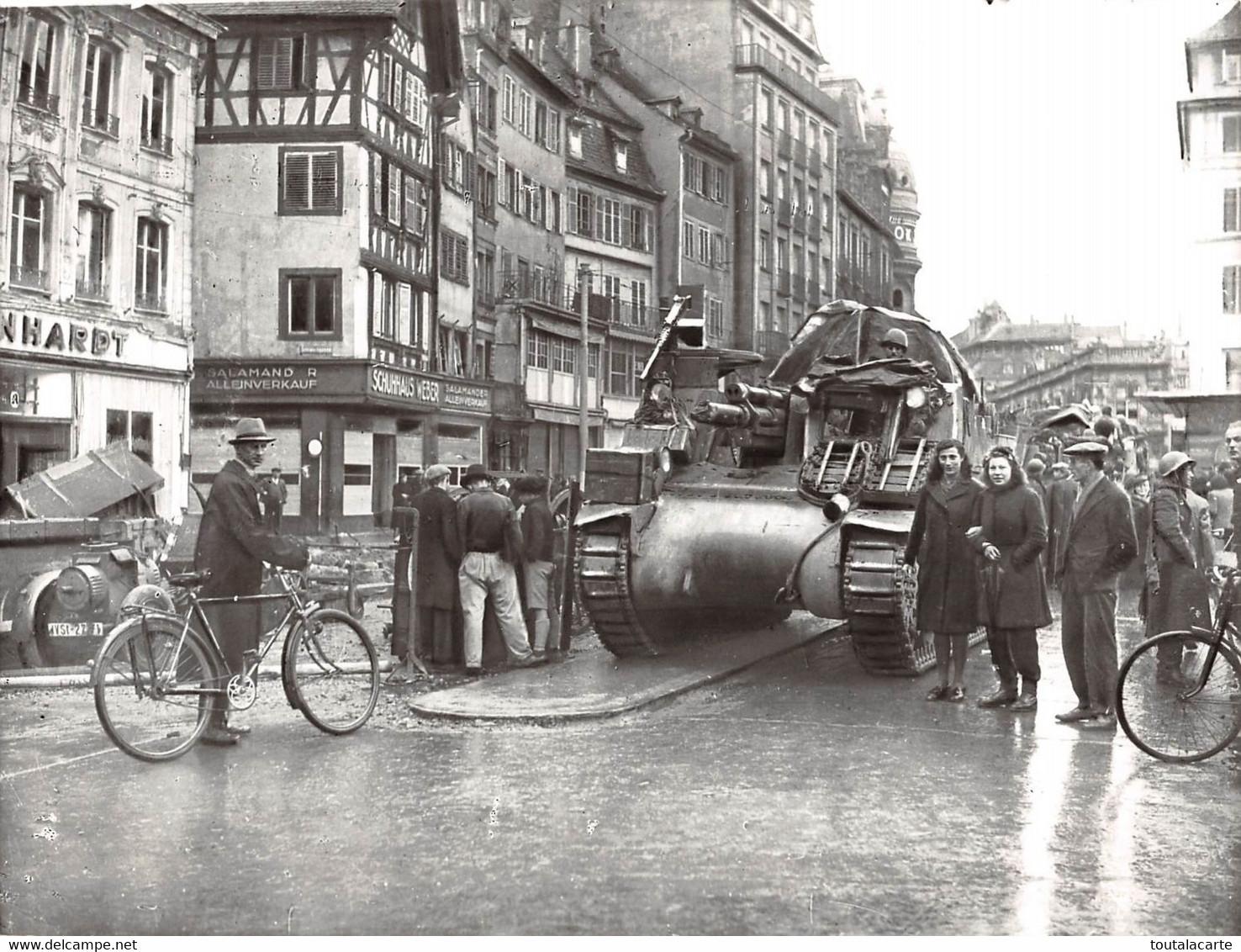 GUERRE 1939 1945 ENTREE DES CHARS DED LECLERC A STRASBOURG EN NOVEMBRE 1944 CANON AUTOMOTEUR....   PHOTO VIOLLET ..RARE - Oorlog, Militair