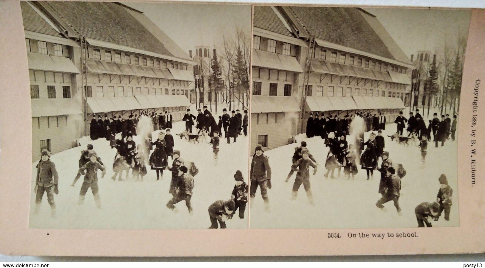 PHOTO STÉRÉO USA -  Jeux D'enfants Dans La Neige - Sur La Route De L'école - 1889 - Ed. Kilburn-T BE - Stereoscopio