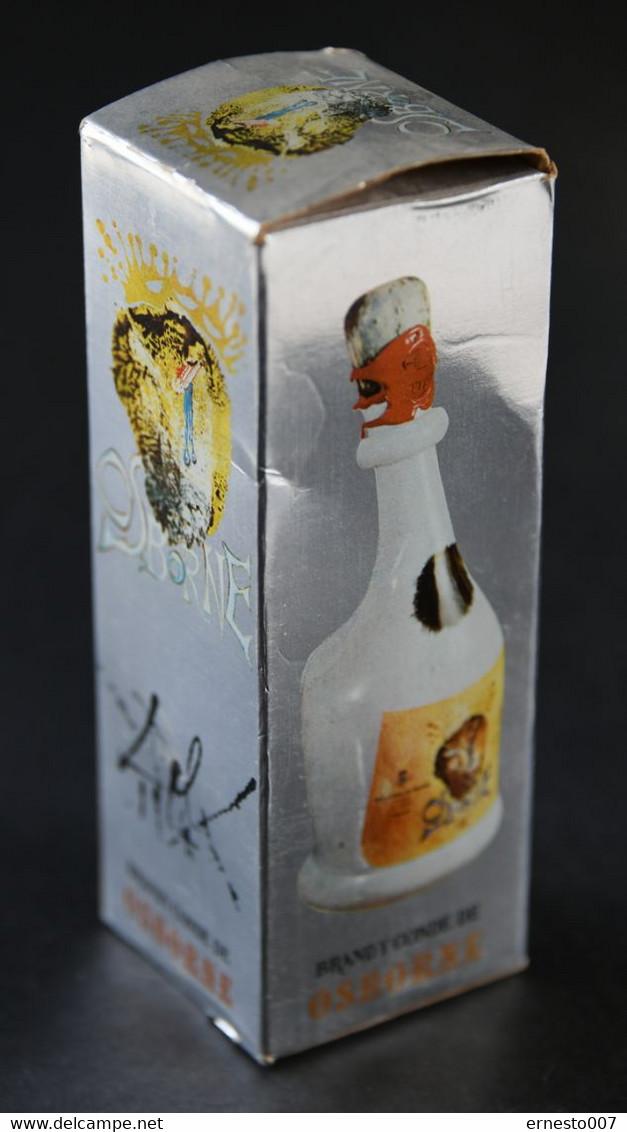 50CL FLASCHE BRANDY CONDE DE OSBORNE ENTWORFEN VON SALVADOR DALI IM ORIGINAL-KARTON, DIE FLASCHE IST GEFÜLLT, VON1970/80 - Spirits