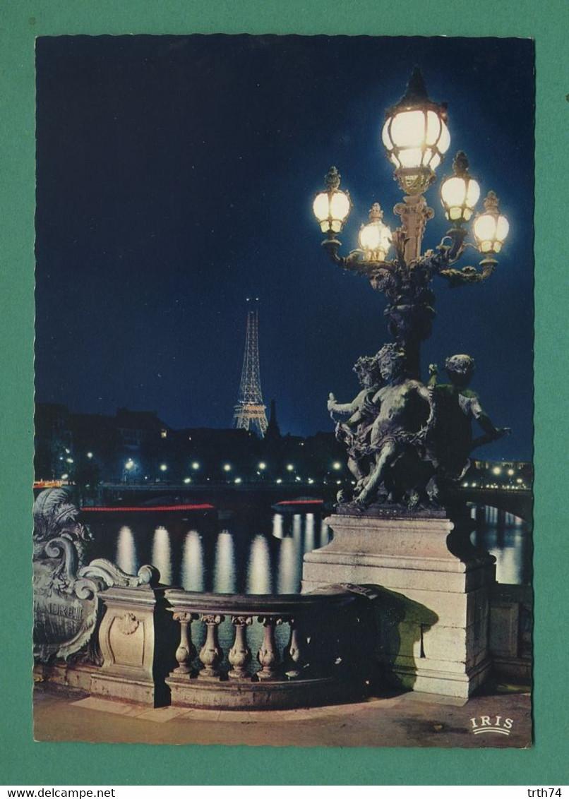 75 Paris La Tour Eiffel Vue Du Pont Alexandre III ( Motif Coquille, Schell  ) - Bridges