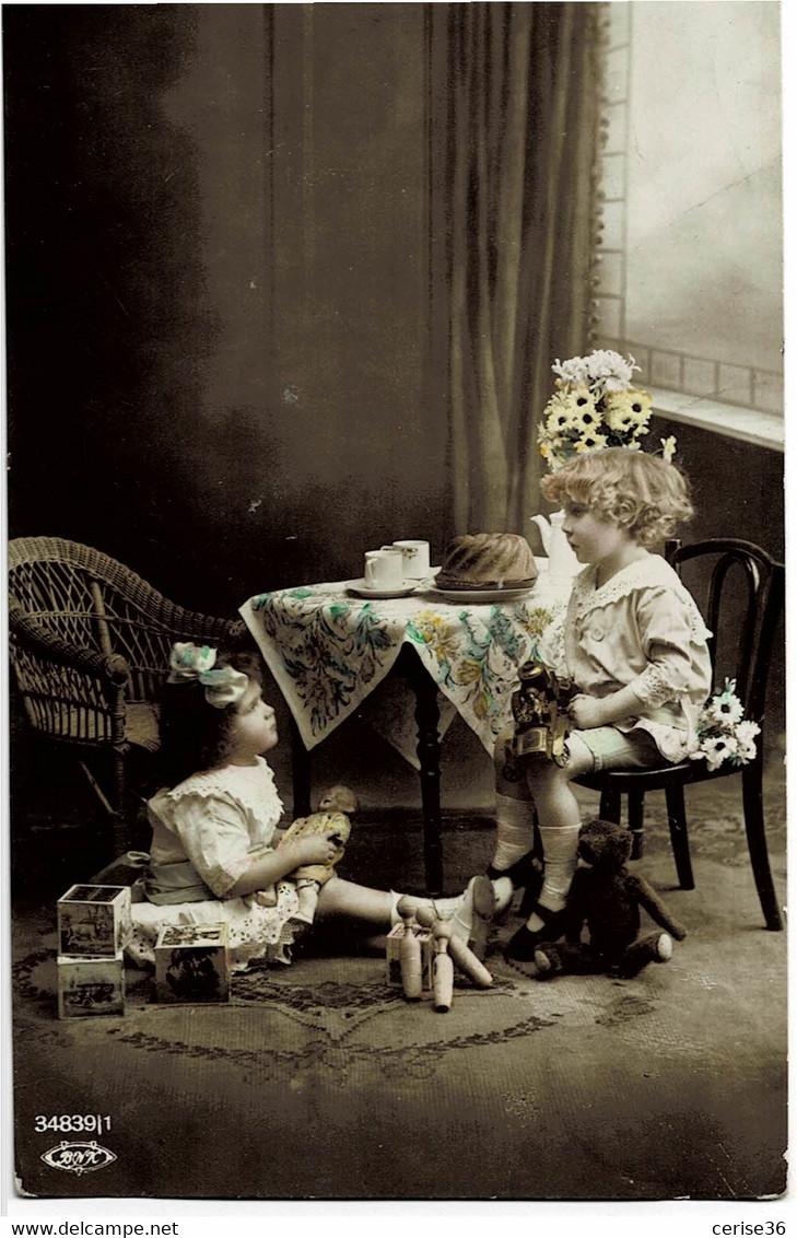 Carte Avec Deux Filles Qui Jouent Carte Ayant Circulée En 1921 N° 34839/1 Carte N° 19 - Escenas & Paisajes