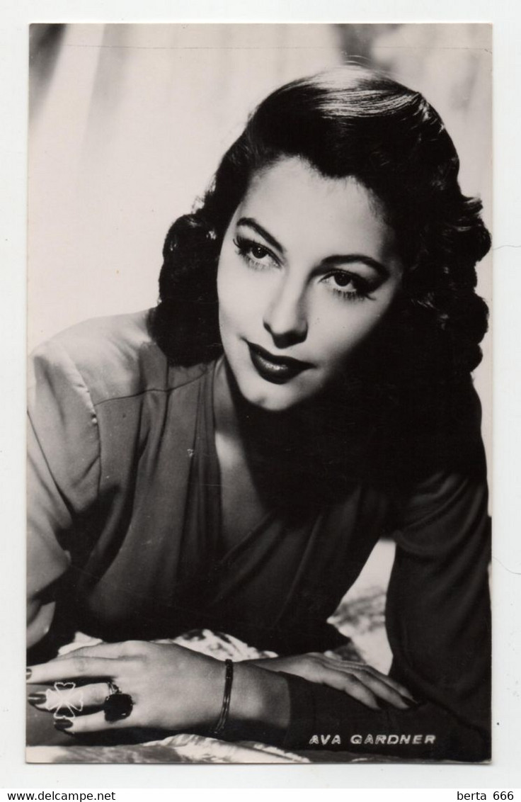 Ava Gardner Actress Real Photo Vintage Postcard - Attori