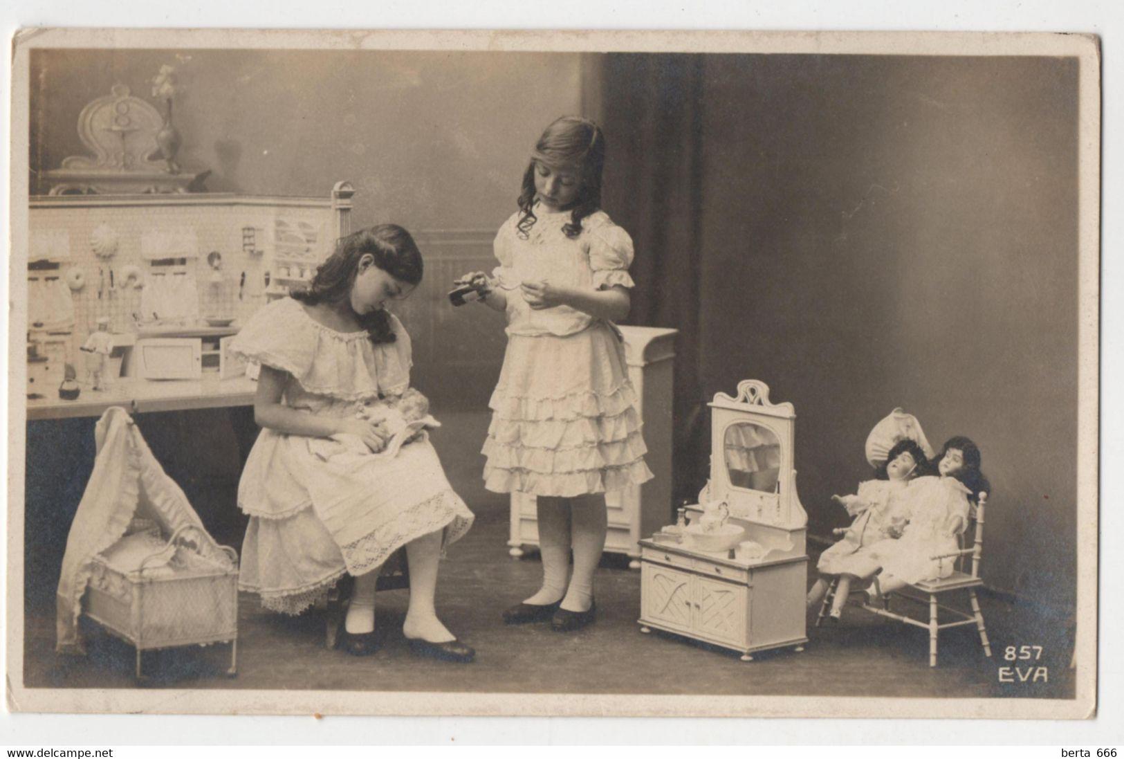 CPA Jeunes Filles Jouant Avec Des Poupées EVA 857 Children And Dolls House Vintage Photo Postcard - Escenas & Paisajes