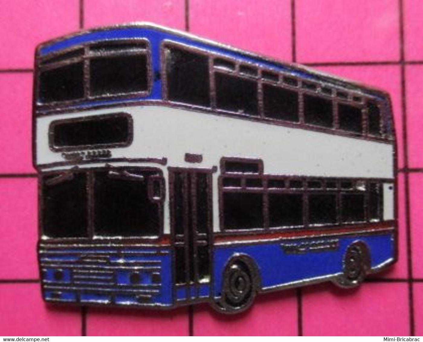 SP05 Pin's Pins / Beau Et Rare / THEME : TRANSPORTS / BRITANNIQUE BLEU BLANC URBAIN AUTOBUS By Jove ! - Trasporti