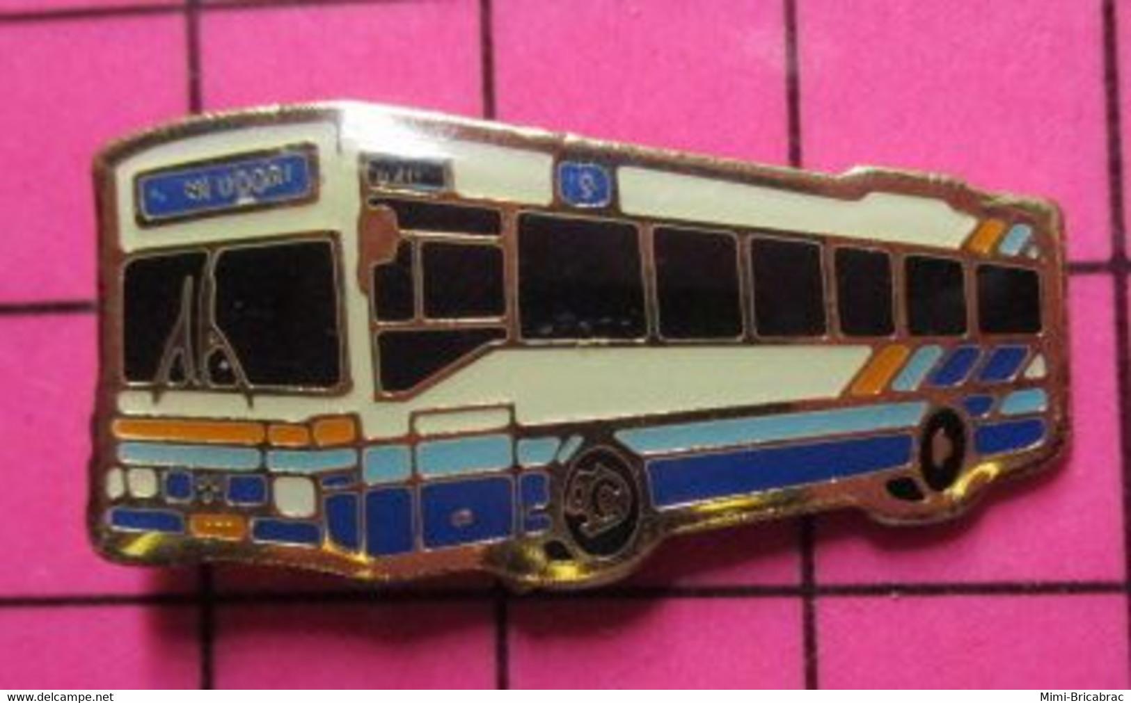 SP05 Pin's Pins / Beau Et Rare / THEME : TRANSPORTS / AUTOBUS ROUTIER LUXEMBOURG BLEU BLANC ROUGE MONDORF - Trasporti