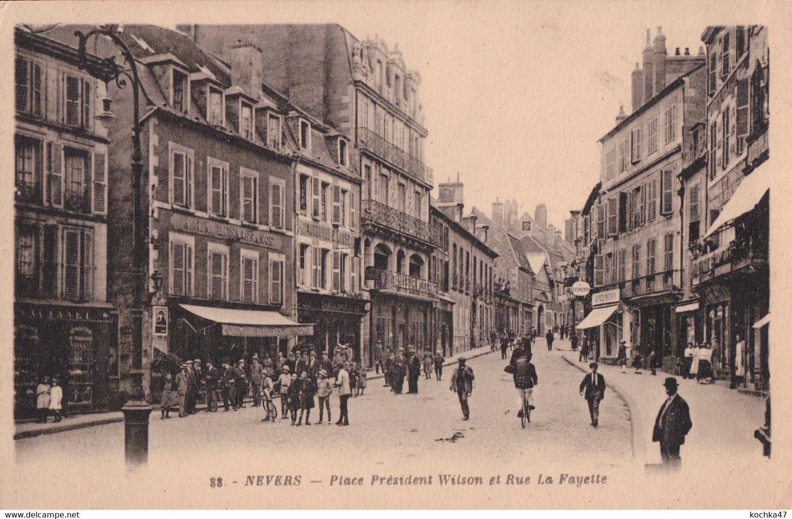 Nevers (58) Place Président Wilson Et Rue De Lafayette CPA Circulée - Nevers