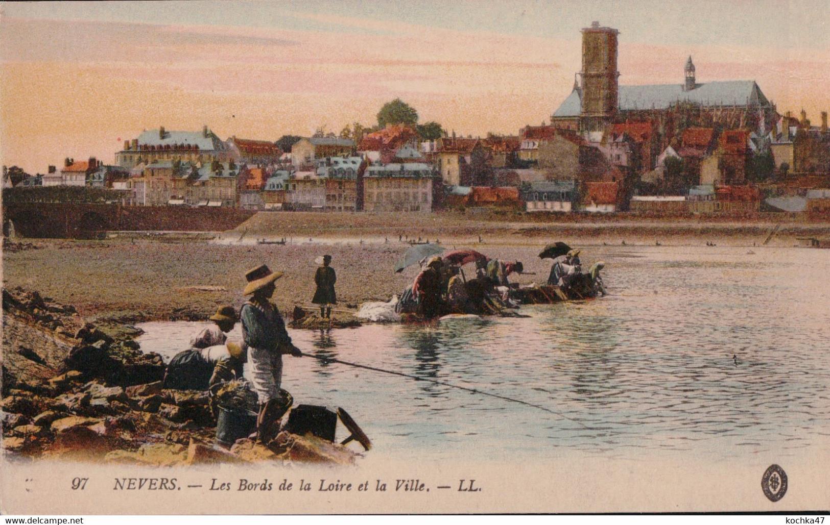 Nevers (58) Les Bords De La Loire Et La Ville CPA Non Circulée - Nevers