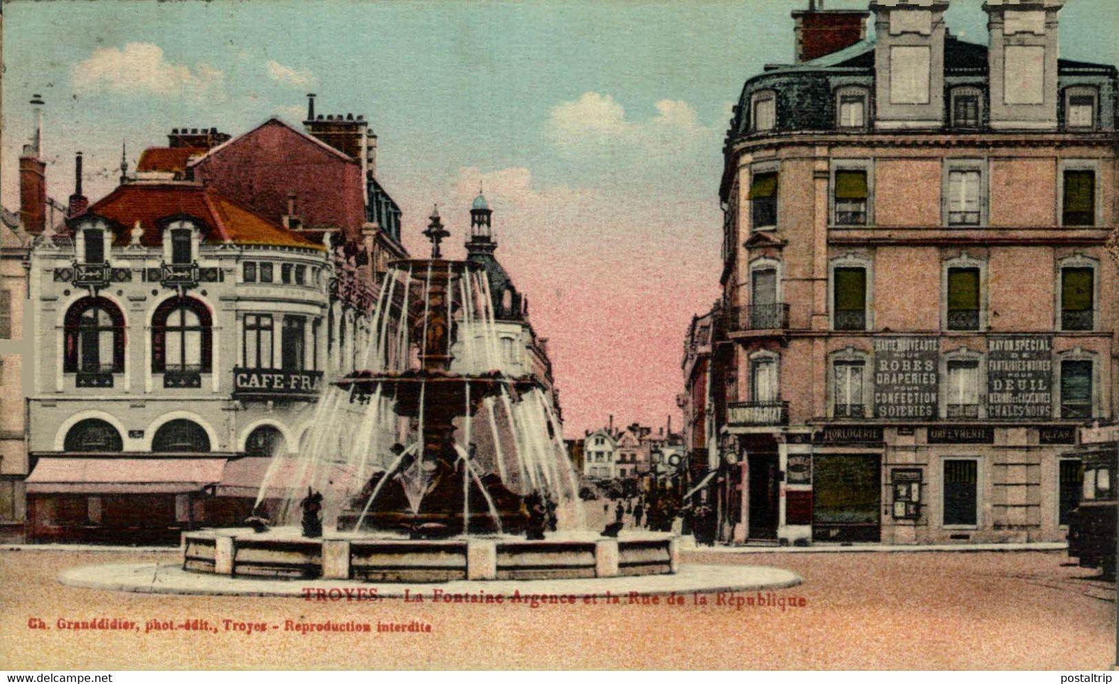Troyes  La Fontaine Argence Et La Rue De La République  10Aube France Frankrijk Francia - Troyes