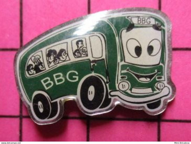 SP05 Pin's Pins / Beau Et Rare / THEME : TRANSPORTS / AUTOBUS ROUTIER VERT ANGLAIS BBG - Trasporti
