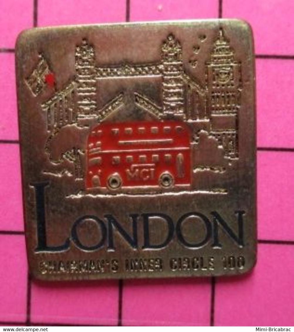SP11 Pin's Pins / Beau Et Rare / THEME : TRANSPORTS / AUTOBUS URBAIN ROUGE AGLAIS LONDON ET TOWER BRIDGE BIG BEN - Trasporti