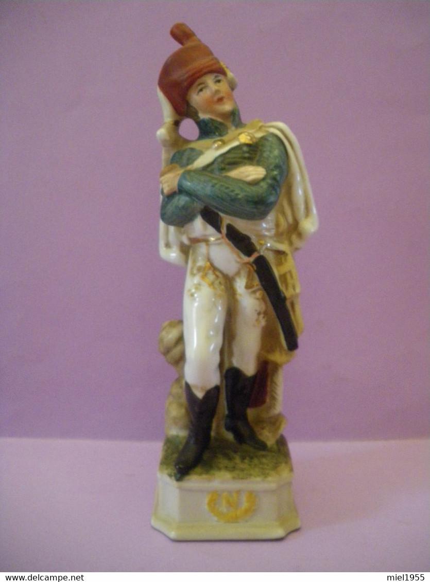 Statuette En Porcelaine Soldat De L'armée De NAPOLEON (6 Photos) Voir Description - Other
