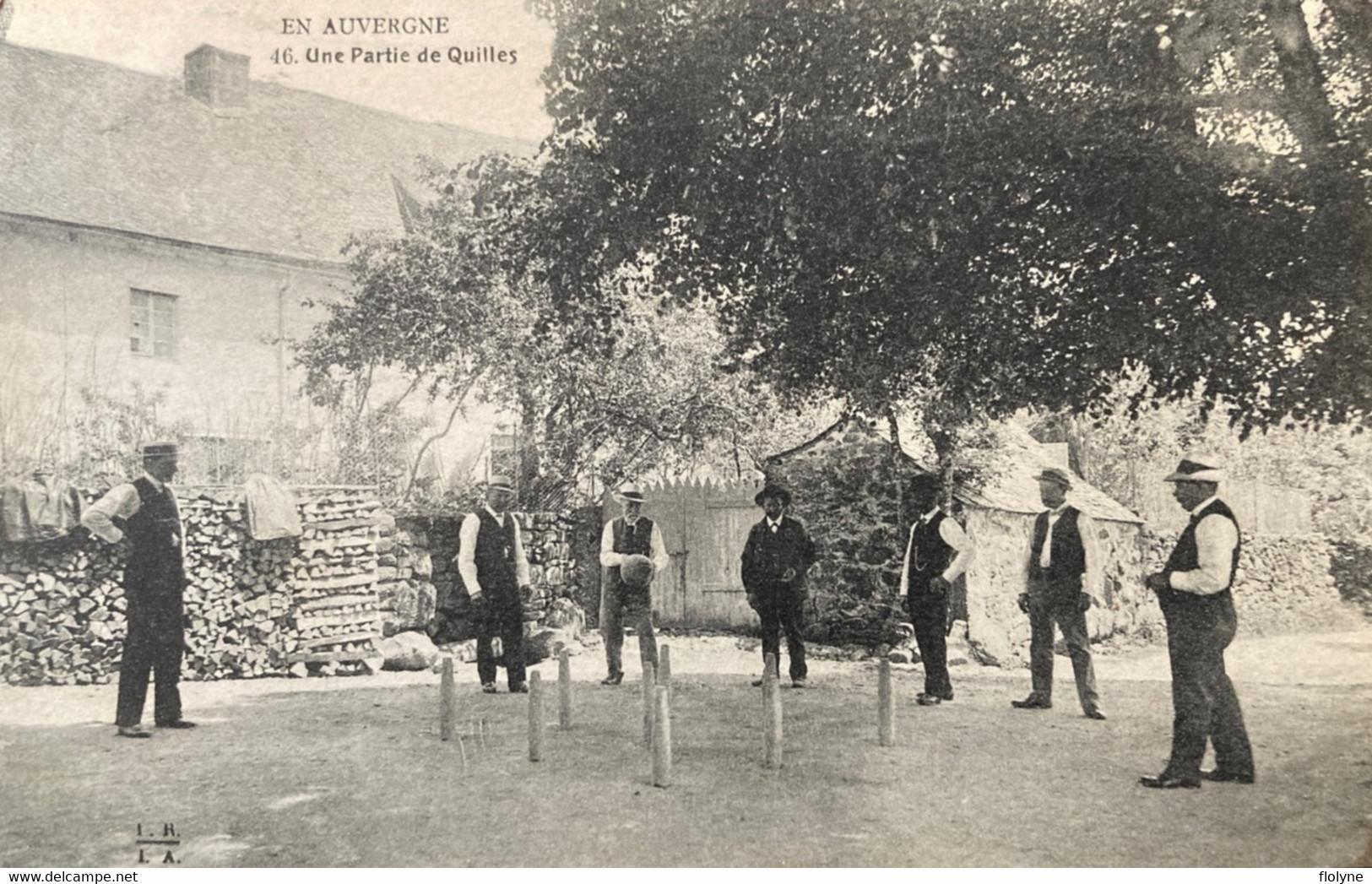 En Auvergne - Une Partie De Quille - Jeu De Boules - Coutume Folklore - Types Personnages Villageois - Other Municipalities