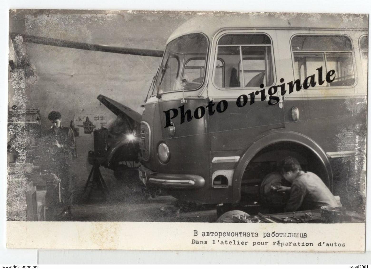Photo Auto Voiture Automobile Car - Bus Car Autocar à Identifier - Atelier De Réparation Garage Mécaniciens - Automobile