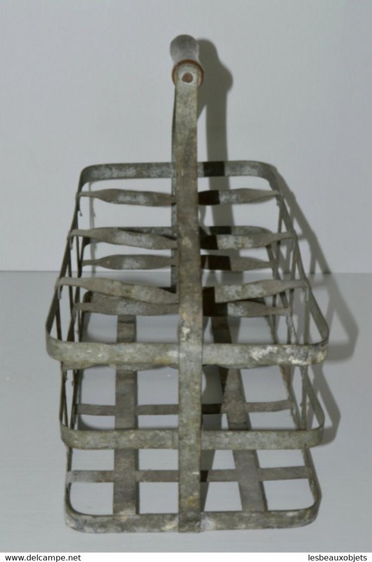 ANCIEN PORTE BOUTEILLES EN ZINC Poignée BOIS 8 BOUTEILLES CAVE Réf 24061611 -38 - Unclassified