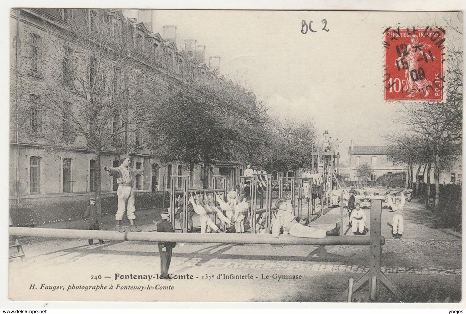 Cpa 85 Fontenay-le-Comte 137e D'Infanterie Le Gymnase - Fontenay Le Comte