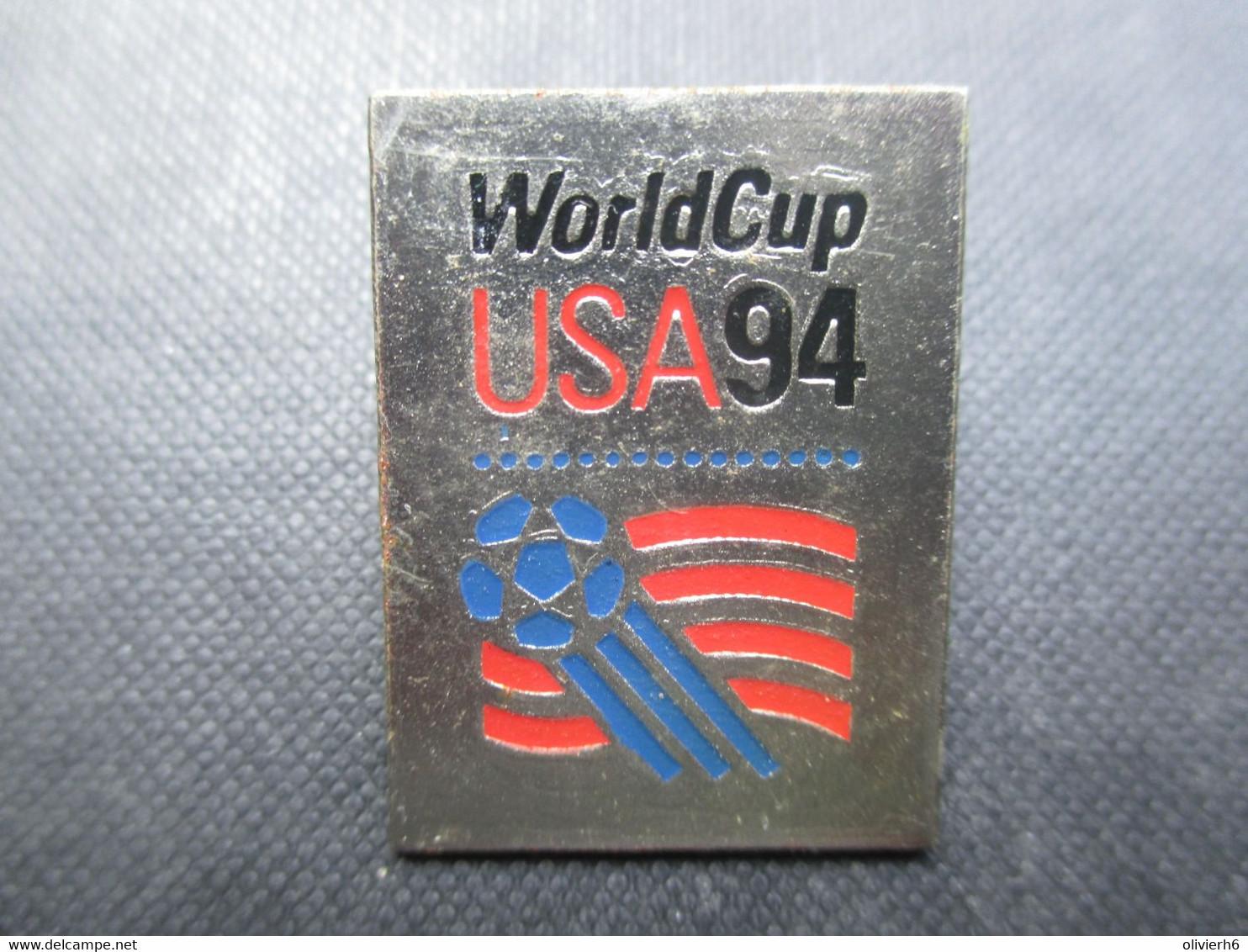PIN'S (M2114) WORLD CUP USA 94 (2 Vues) Drapeau De La World Cup Sur Fond Métallisée - Calcio