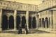 CPA. - N° 192 - ARLES - Arlésiennes Au Cloître De St-Trophime - Daté 1917 - En TB. état - Arles